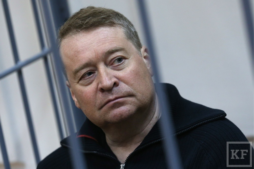 MOSCOW, RUSSIA - APRIL 14, 2017: Leonid Markelov, former governor of the Republic of Mari El, charged with taking a bribe of more than 235 million rubles, seen in a defendant's cage during a hearing at Moscow's Basmanny District Court. Anton Novoderezhkin/TASS