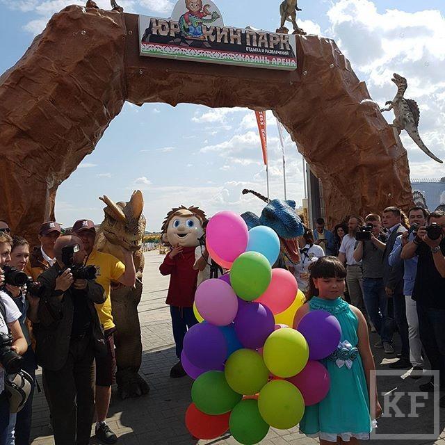 Минниханов открыл в Казани самый большой парк динозавров в России