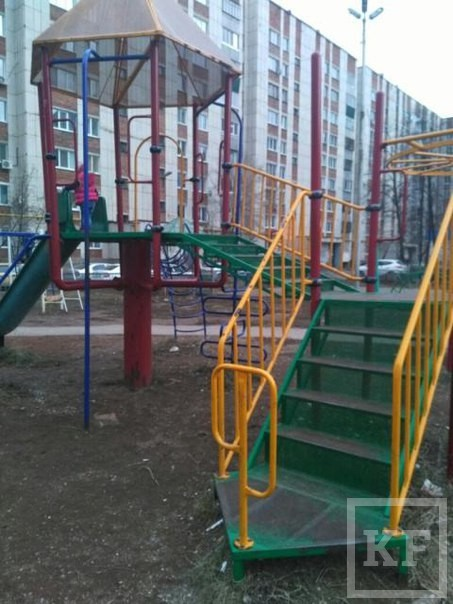 Жительница Альметьевска пожаловалась на опасную детскую площадку на улице Тельмана
