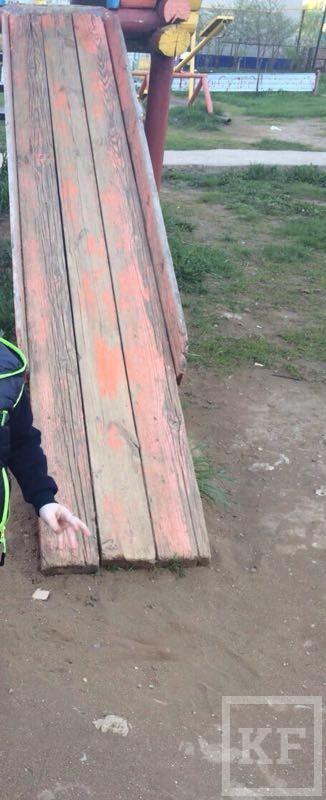 Жители Лениногорска жалуются на  опасные детские площадки