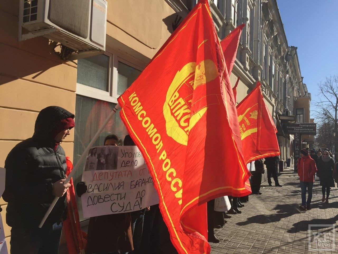 В Казани коммунисты пикетируют здание прокуратуры, требуя расследовать дело против депутата из Елабуги