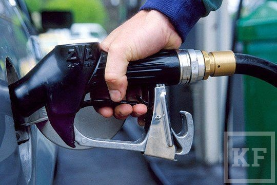 Из-за налогов бензин может подорожать еще на 3 рубля  в 2015 году