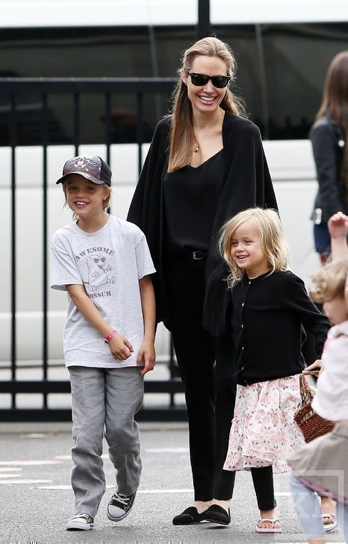 Анджелина Джоли впервые после операции показала грудь [фото]