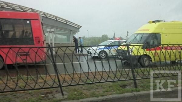 При столкновении двух пассажирских автобусов в Казани пострадали 10 человек — ГИБДД