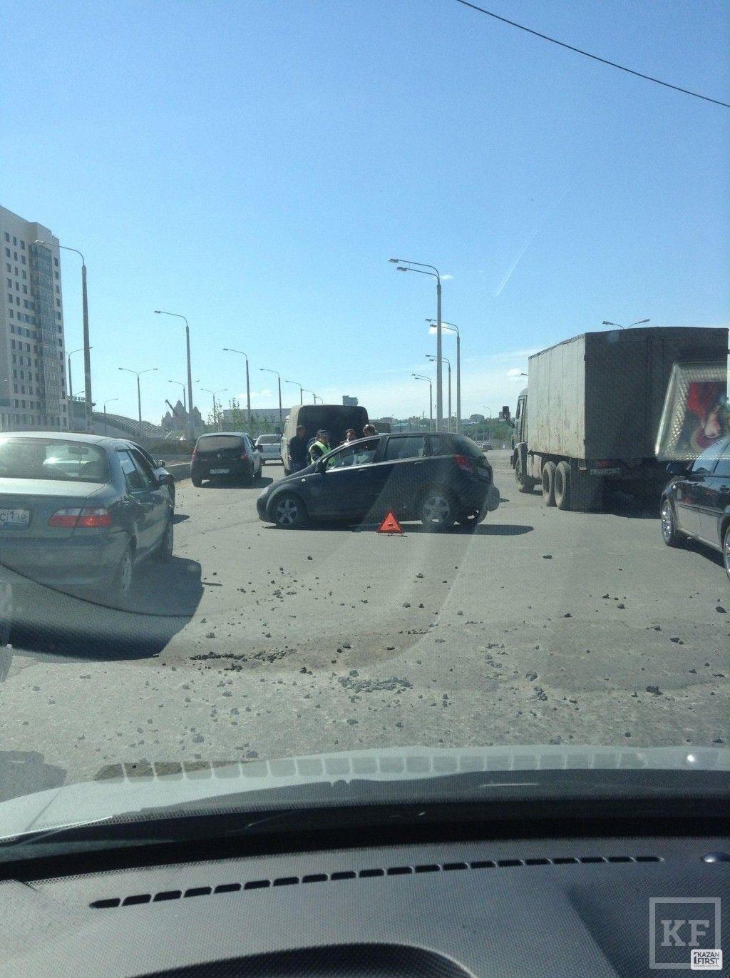 На мосту Миллениум автомобиль провалился в асфальт