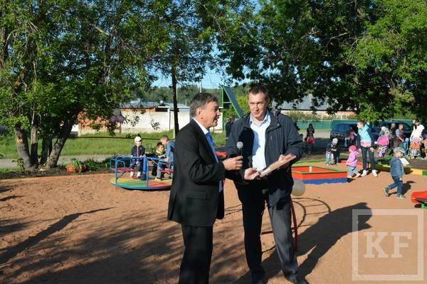 В частном секторе Лениногорска открылась первая детская площадка