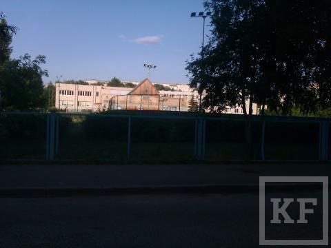 Рядом с казанской гимназией не закрыт канализационный люк [фото]