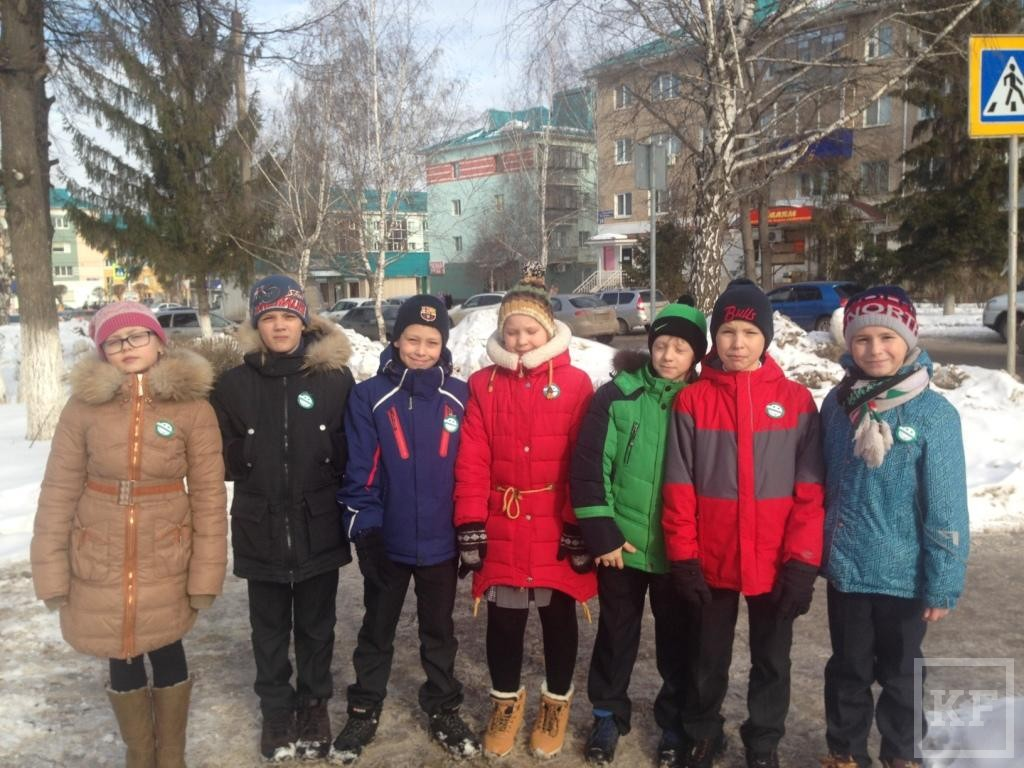 Школьники Альметьевска участвовали в акции «Мин татарча сөйләшәм»