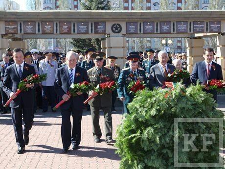 Рустам Минниханов почтил память погибших воинов