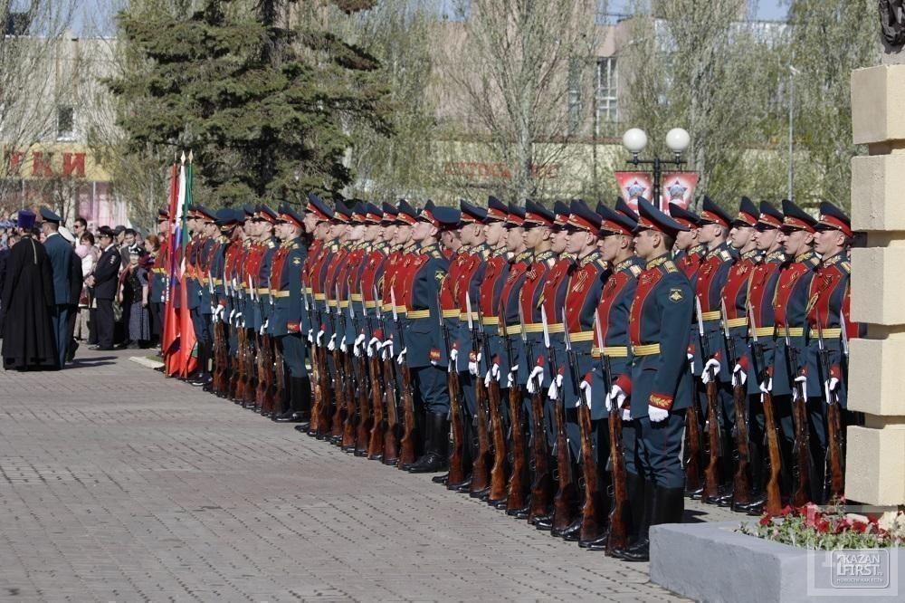 Рустам Минниханов в Парке Победы почтил память погибших в Великой отечественной войне