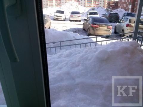 В Лениногорске завалило снегом придомовую газовую линию