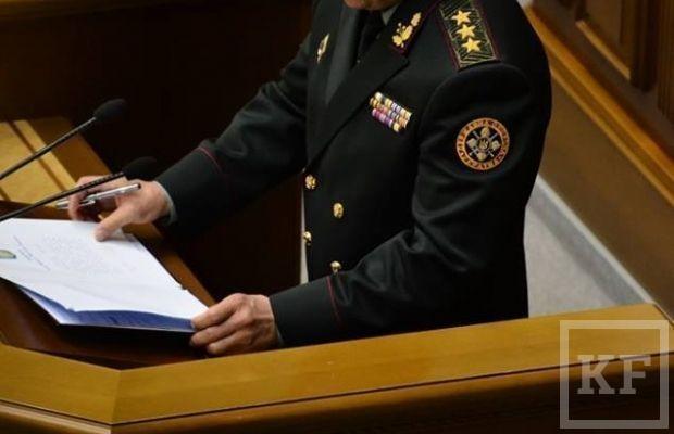 Новый министр обороны Украины пообещал вернуть Крым и «подписал» присягу закрытой ручкой