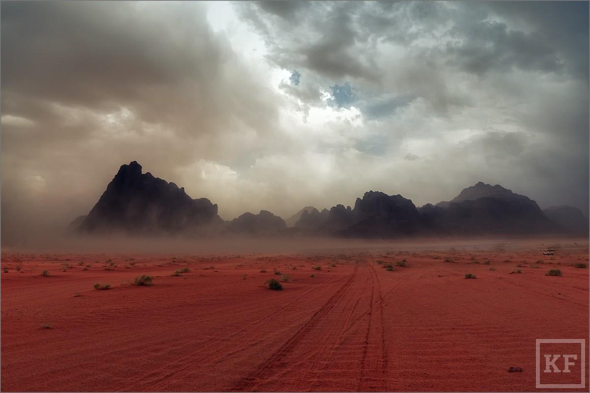 Desert-which-are-red-rain-01