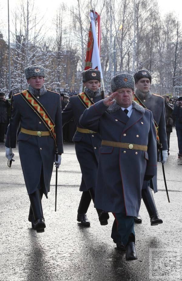 Казанскому военному училищу вручили боевое знамя