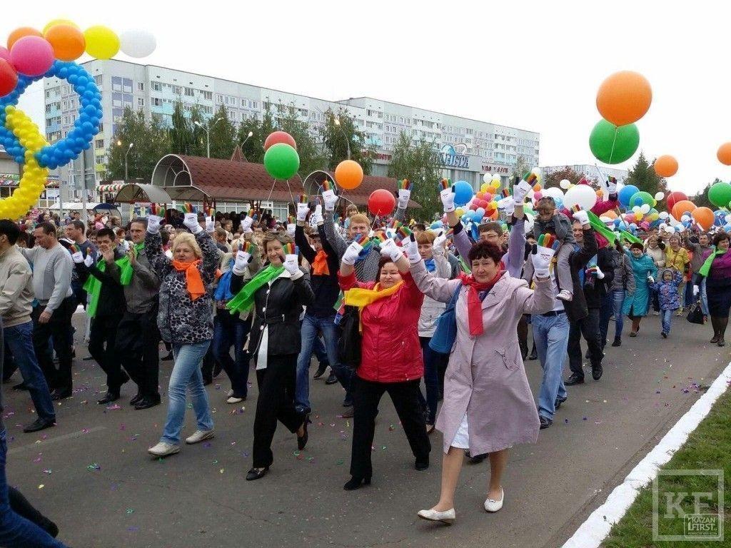 Выборы в Нижнекамске начались 5-тысячной демонстрацией и закончились салютом