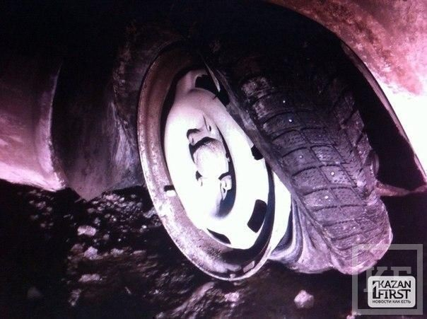 Молодой водитель на «семерке» в Казани врезался в столб