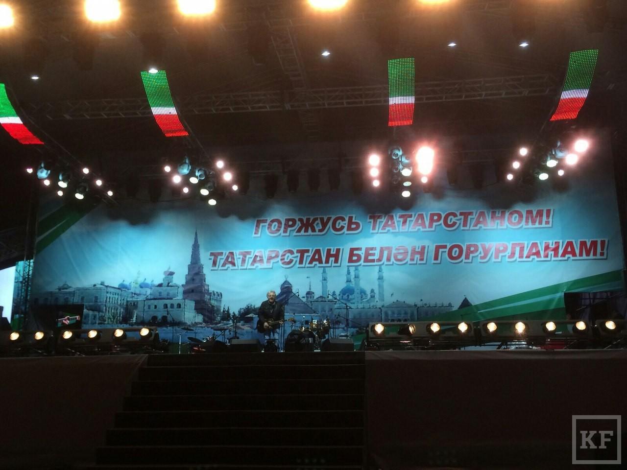 Рустам Минниханов снял праздничный салют в Казани