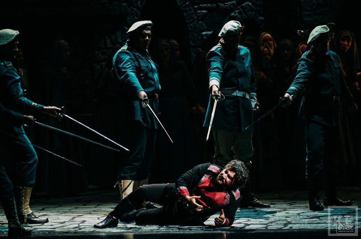 Премьера «Трубадура»: кровь, огонь и коварные цыганки