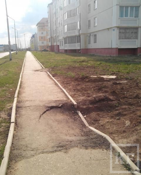 Житель Чистополя пожаловался на провалы тротуара на улице Полющенкова – «Народный контроль»