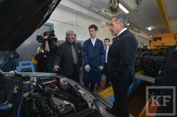 Минниханов побывал в Казанском автотранспортном техникуме