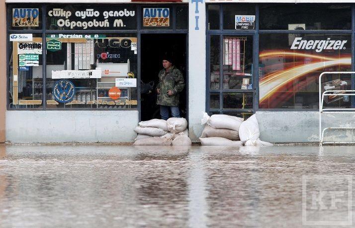 Россия направила гуманитарную помощь в пострадавшую от наводнения Сербию