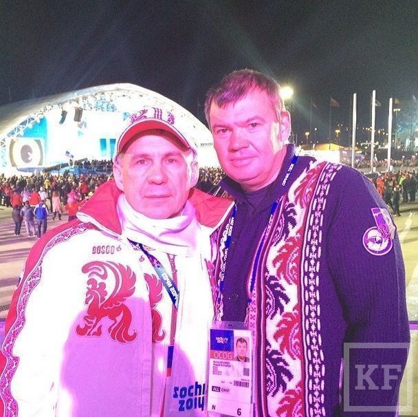 Рустам Минниханов гуляет по олимпийскому Сочи в олимпийке Bosco