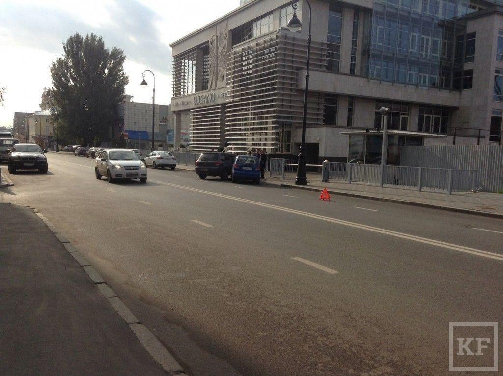 Возле одного из элитных спа-салонов Казани произошло ДТП