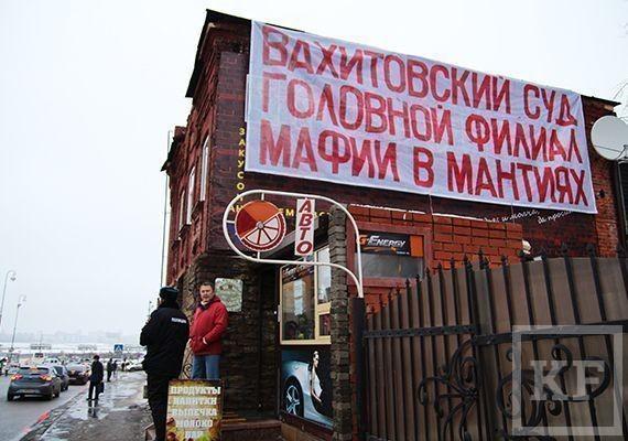 Сегодня в Казани пронесли олимпийский огонь мимо оппозиционного плаката
