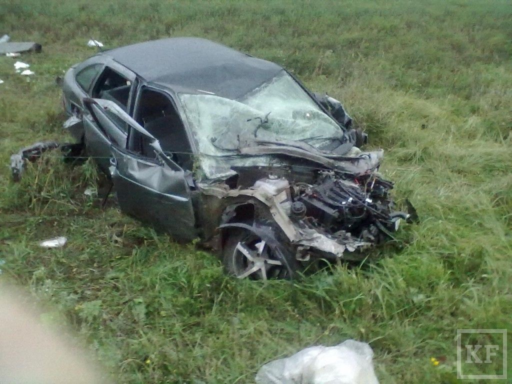 В Татарстане столкнулись Lada Priora, ГАЗель и ВАЗ-2114 [фото]