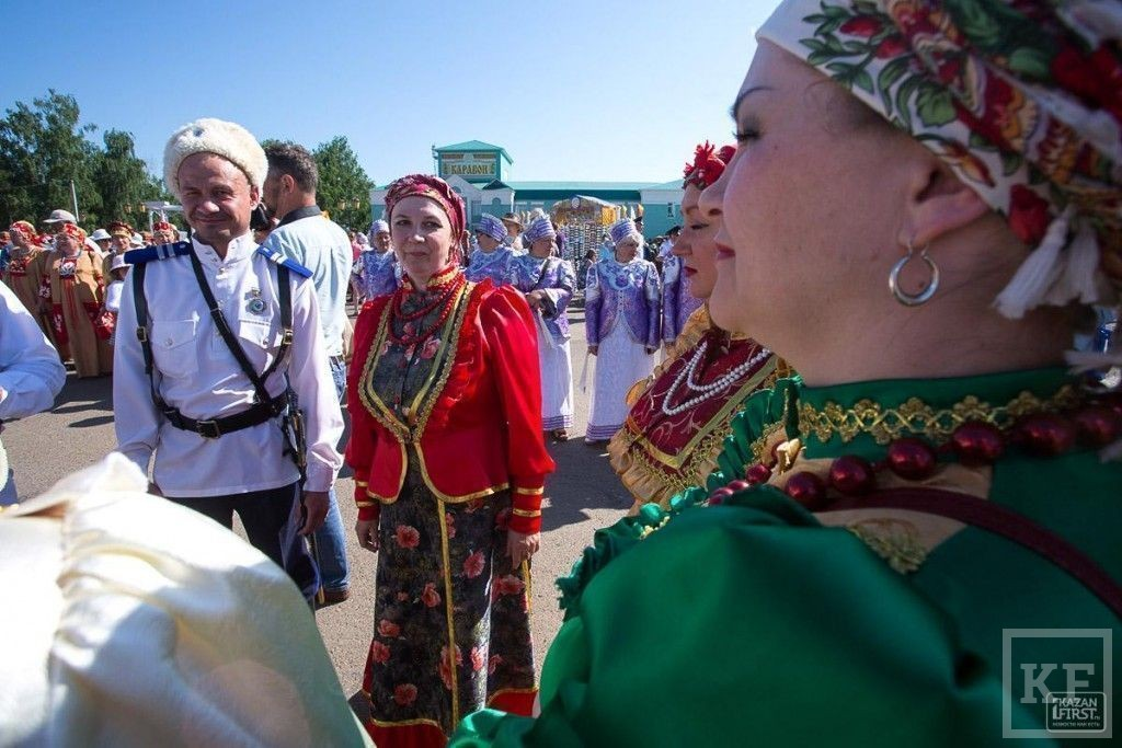 Задор и лучи добра от «Бурановских бабушек» на «Каравоне 2014»