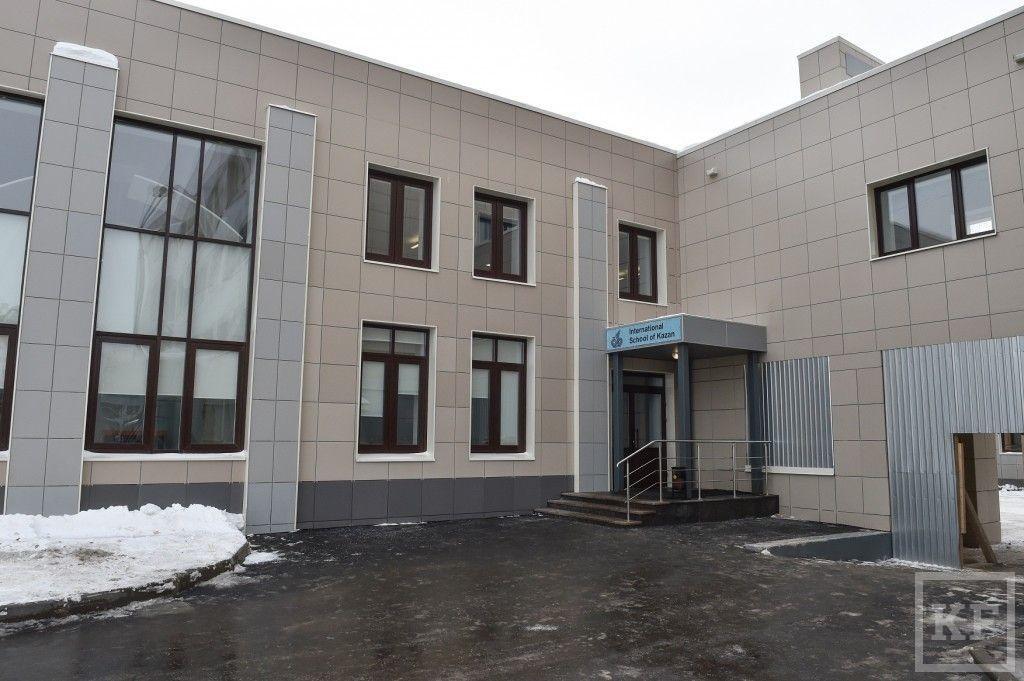 Минниханов посетил школу для детей иностранных специалистов, работающих в Казани