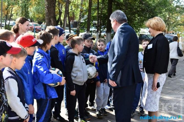 Наиль Магдеев: дети с первого класса приобщаются не быть аполитичными
