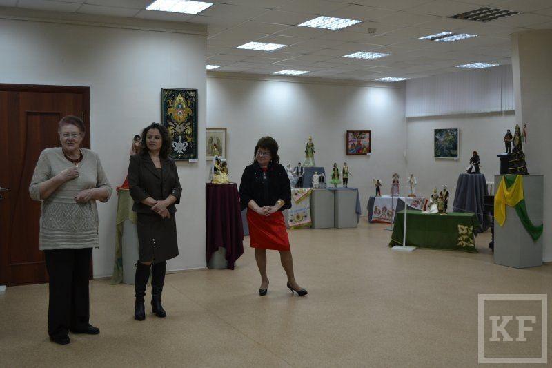 В картинной галерее Набережных Челнов открылась выставка кукол