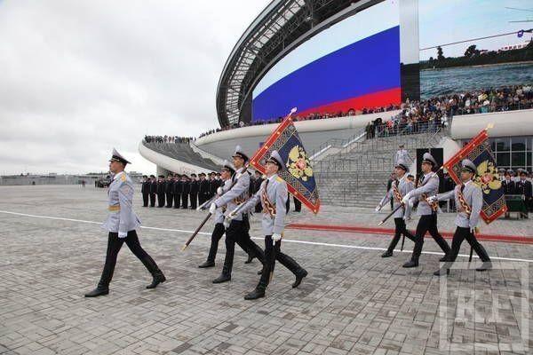 Замминистра внутренних дел РФ Игорь Зубов вручил знамена МВД по РТ и Центру специального назначения