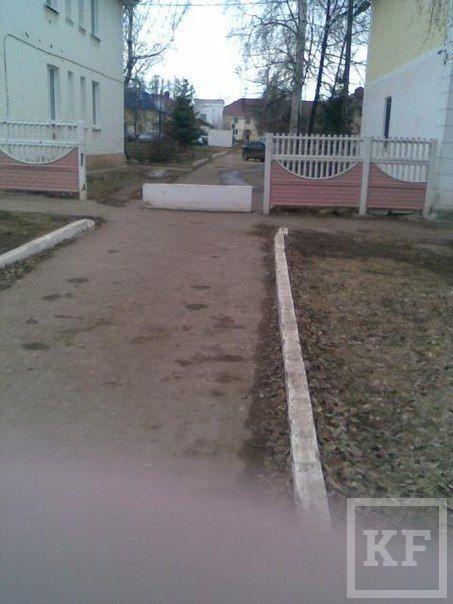 Житель Азнакаево пожаловался в «Народный контроль» на перекрытую дорогу на улице Нефтяников