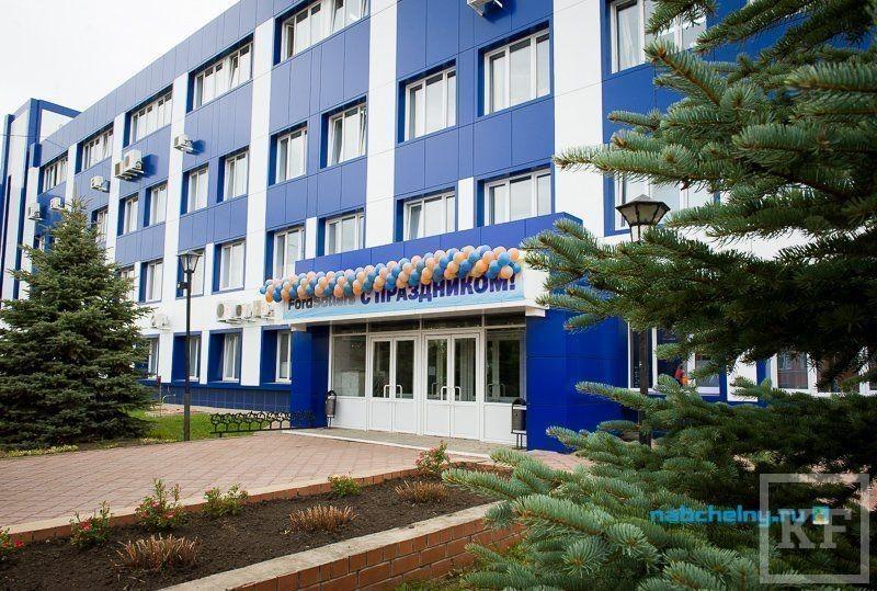 И.о. руководителя исполкома Набережных Челнов Наиль Магдеев посадил свою первую елку в автограде