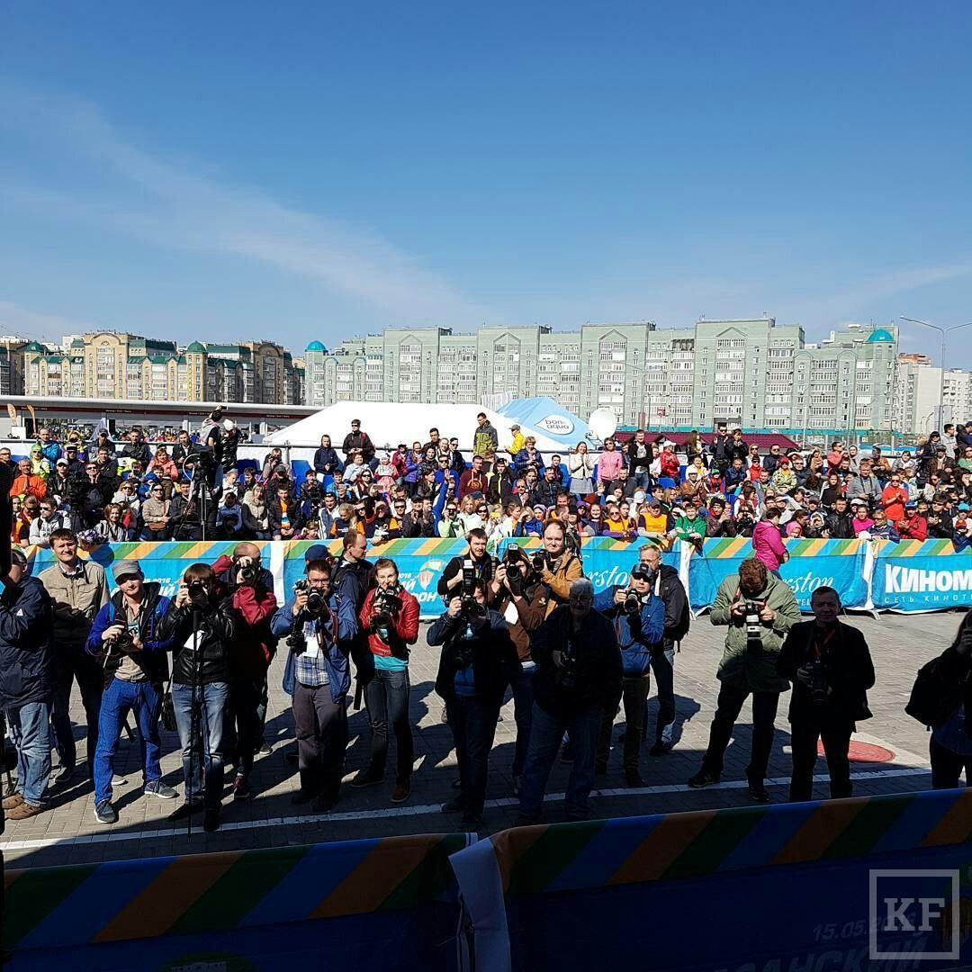 Минниханов и Брежнева пробежали 3 км на Казанском марафоне