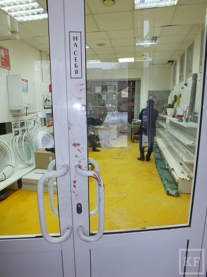 В Нижнекамске двое жителей Лениногорска, решив отомстить работодателю за задержку зарплаты, избили его сотрудницу