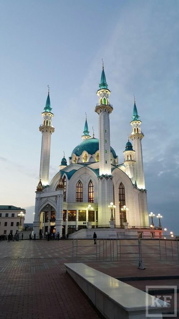 Минниханов посетил праздничное богослужение в мечети Кул Шариф