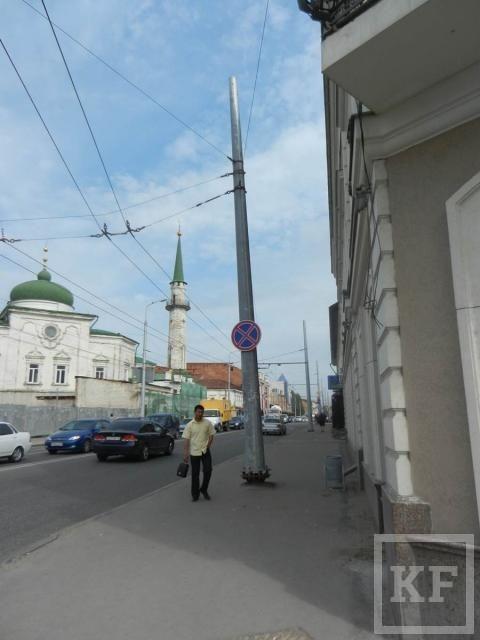 На Московской  под угрозой падения находится металлический столб