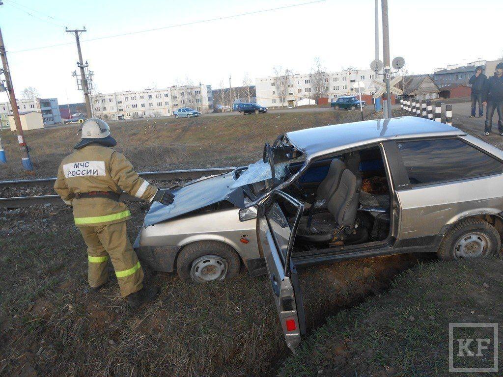 20 железнодорожных цистерн ушли под откос в Менделеевском районе