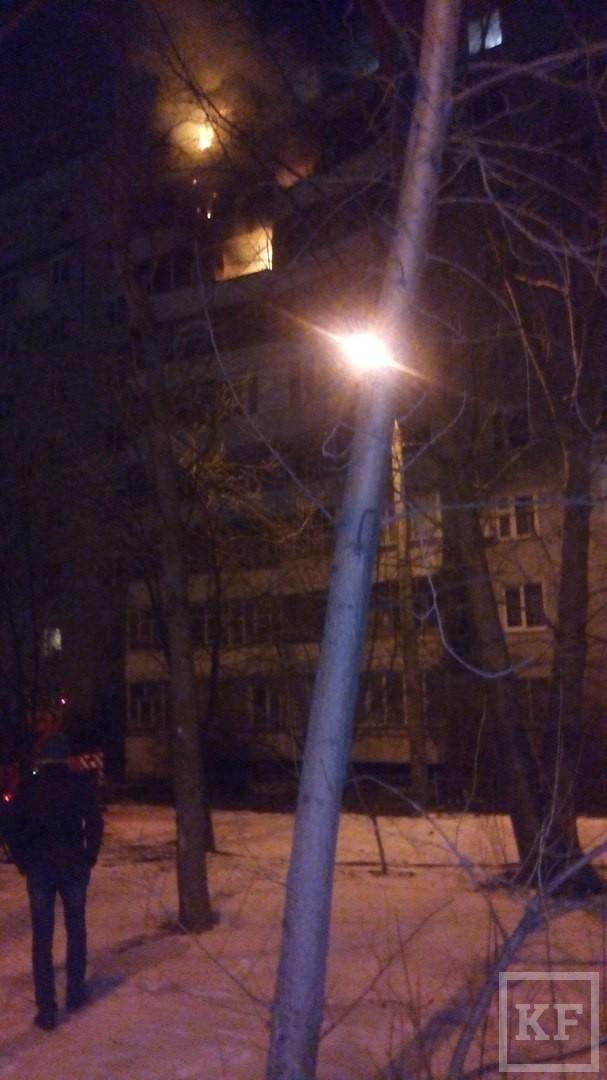 МЧС: в одной из квартир Казани на улице Зорге произошел сильный пожар