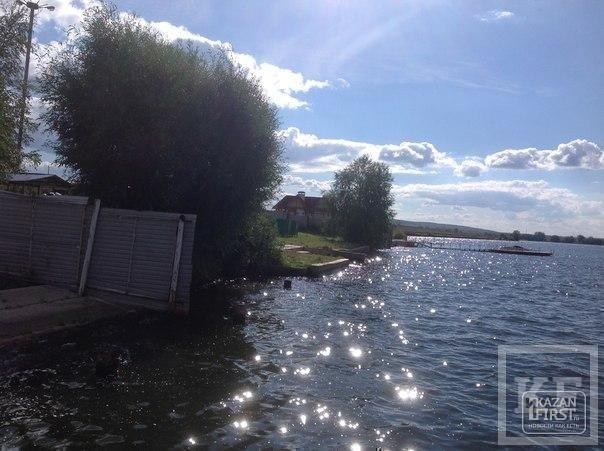Базы отдыха промышленных предприятий Татарстана перегородили побережье Карабашского водохранилища