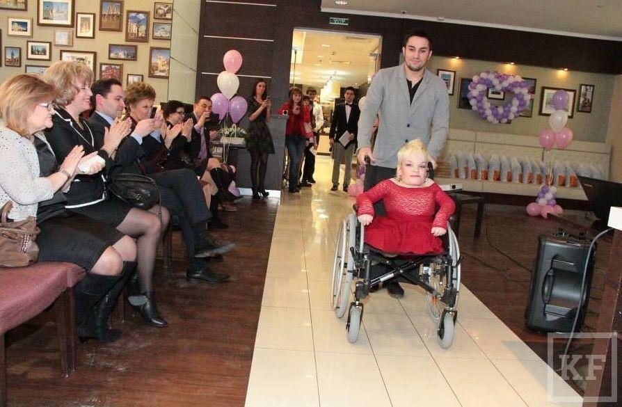 В Казани прошел показ мод с участием женщин-инвалидов