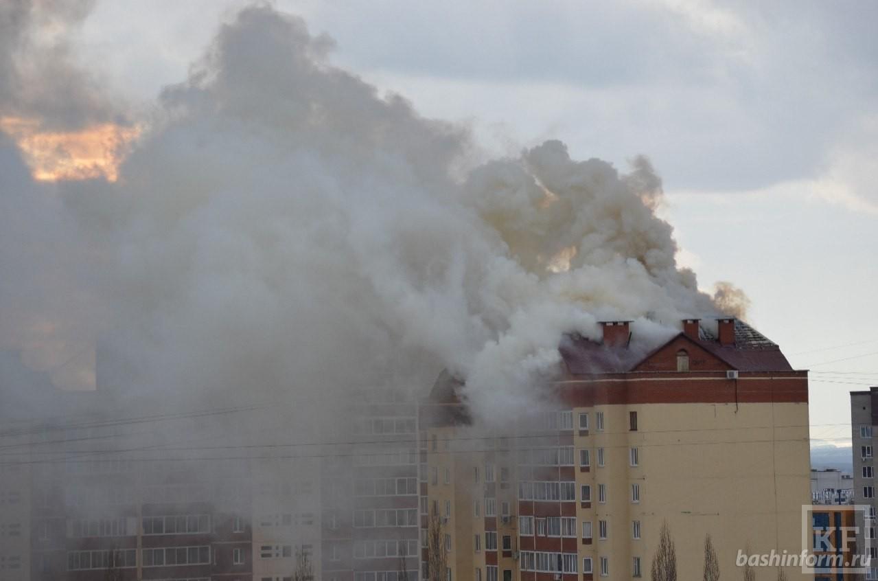 В Уфе горит многоэтажный жилой дом