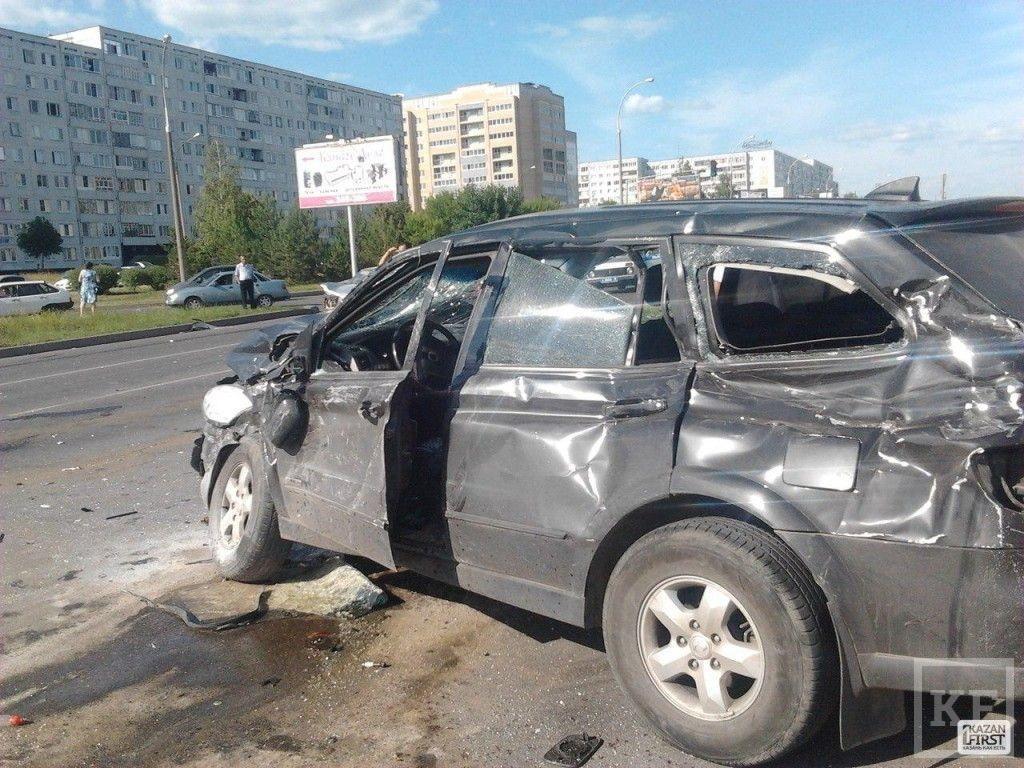 В Челнах произошло серьезное ДТП с участием трех автомобилей [видео+фото]