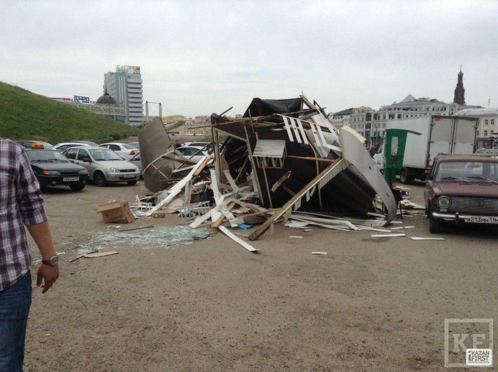 Киоск в центре Казани, где мужчина пытался себя сжечь - снесли