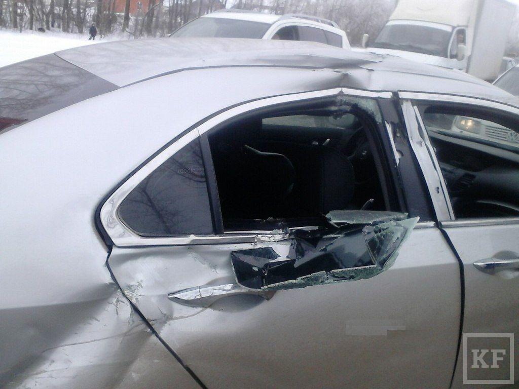Под Казанью Honda столкнулась с БТР