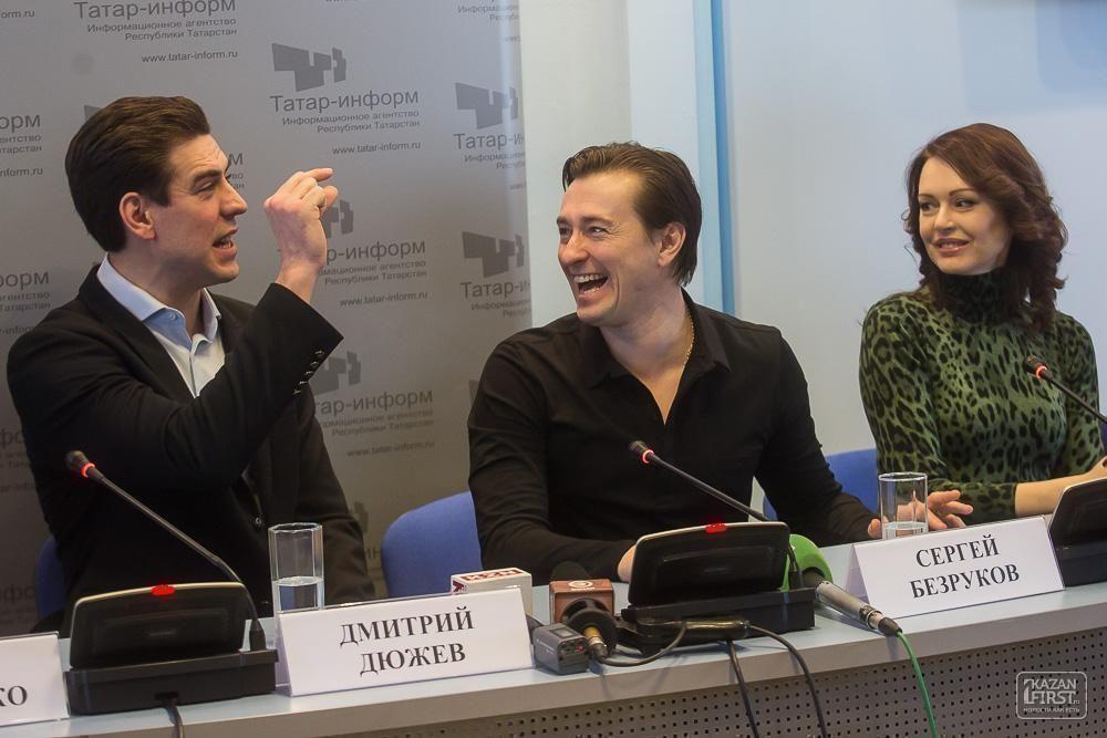 Сергей Безруков: «Дмитрий Дюжев выучил несколько фраз на татарском. Это есть в тексте у Островского! Мы выверяли его произношение с помощью ребят из Татарстана»
