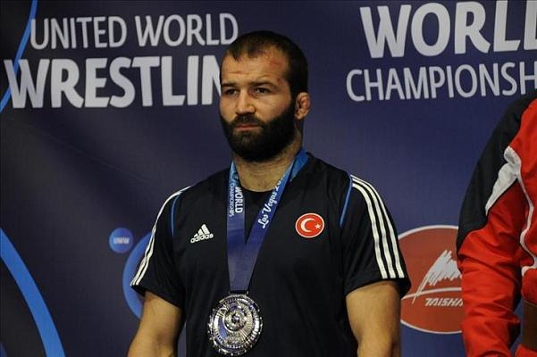 Руководитель Ингушетии наградил чемпиона Олимпиады, выступавшего заТурцию